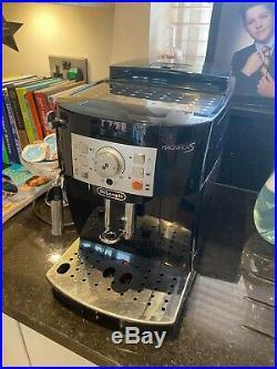 De'Longhi ECAM 22.113. B Magnifica S Bean to Cup Coffee Machine