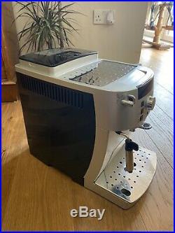 Delonghi Magnifica S Ecam 22.110. SB Coffee Machine bean to cup