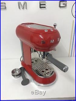 Smeg ECF01RDUK Espresso Coffee Machine in Red-Customer Return-Warranty-Scratch